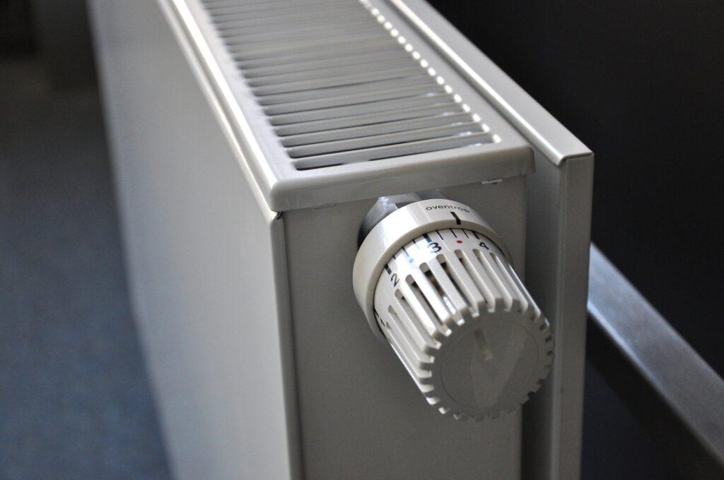 Cerrar radiadores que no necesitas suele ser una buena manera de ahorrar en calefacción.